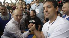 Spiderman im Jugendcamp: Putin gibt sich sportlich