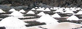Das riecht nach Urlaub: Meersalzgewinnung auf La Palma, Kanaren.