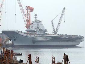 Das Schiff lag bislang im Hafen von Dalian.