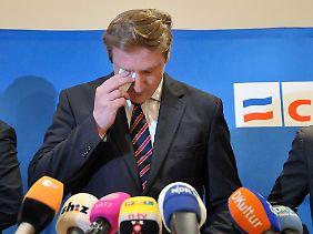 Der 40-Jährige verkündete nach der Sitzung seinen Rücktritt.