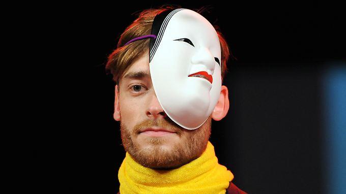 Männer halten lange durch, bis irgendwann doch die Maske fällt.