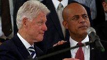 Ex-US-Präsident Bill Clinton neben Haitis Präsident Michel Martelly.
