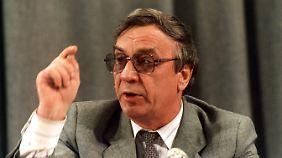 Überforderter Apparatschik: Gennadi Janajew, hier bei seiner ersten Pressekonferenz nach der Machtübernahme am 19. August 1991.