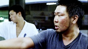 Naoki beim Kampfsport, Teil seiner Ausbildung bei den Yakuza, die er aber nicht beendet.
