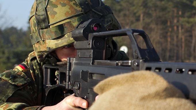 Bundeswehrsoldat mit G36-Sturmgewehr.