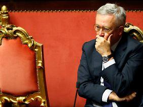 Italiens Finanzminister Tremonti verfolgt die Diskussion im Senat.