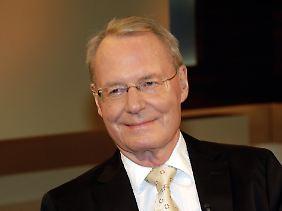 Hans-Olaf Henkel ist von 1995 bis 2000 Präsident des Bundesverbandes der deutschen Industrie, von 2001 bis 2005 steht der Hamburger der Leibniz-Gemeinschaft vor. Er ist Autor mehrerer Bücher, Honorarprofessor der Universität Mannheim und einer der führenden Wirtschaftswissenschaftler Deutschlands.