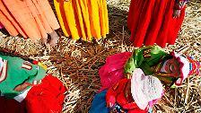 Schwimmende Inseln, strickende Männer: Auf dem Titicaca-See