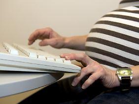 Der Arbeitgeber darf schwangeren Arbeitnehmerinnen nicht ohne weiteres wegen Fehlverhaltens kündigen.