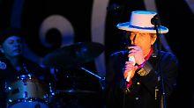 Bob Dylan reist immer noch gerne um die Welt. Das Foto zeigt ihn während einer Veranstaltung in der vietnamesischen Ho-Chi-Minh-Stadt.