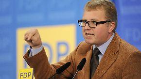 Mitgliederentscheid über Rettungsschirm: Schäffler überreicht FDP-Unterschriften