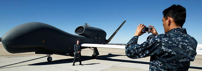 """Trägt Raketen ferngelenkt ins Ziel: eine Drohne vom Typ """"Global Hawk""""."""