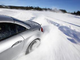 Der Versicherungsschutz kann erlöschen, sollten die falschen Reifen aufgezogen sein.