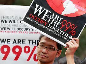 Ein Demonstrant in der japanischen Hauptstadt Tokio.