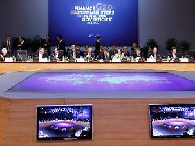 Arbeiten an Krisenquellen, Risiken und Großbaustellen: Teilnehmer des G20-Vorbereitungstreffens in Paris.