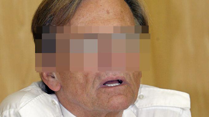 Dieter K. beim Prozess in Paris.