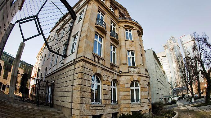 Blick auf die historische Fassade des Gebäudes in Frankfurt am Main, in dem der Sonderfonds zur Stabilisierung der Finanzmärkte (SoFFin) residiert.