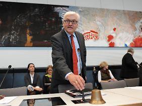 Auch SPD-Fraktionschef Steinmeier kann offenbar auf seine Abgeordneten zählen.