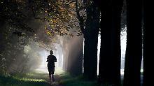 Attacke auf Jogging-Strecke: Frau bewusstlos getreten und vergewaltigt