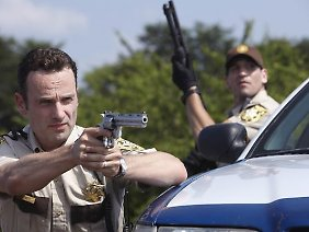 Sagt den Zombies den Kampf an: Sheriff Rick Grimes alias Andrew Lincoln.