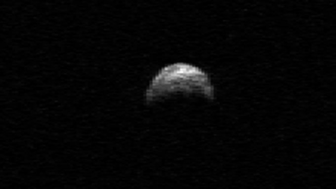 Er versetzt Astronomen zurzeit in Verzückung: 2005 YU55 in einer Aufnahme der NASA.