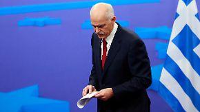 Griechen glauben nicht an Neuanfang: Papandreou macht den Weg frei