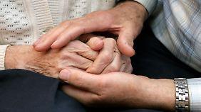 Anspruch auf Pflegezeit besteht nur in Betrieben mit mehr als 15 Beschäftigten.