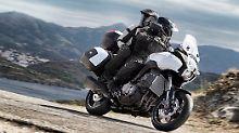Die Kawasaki Versys 1000 ist eine Mischung aus Reisedampfer, Enduro und Naked Bike.