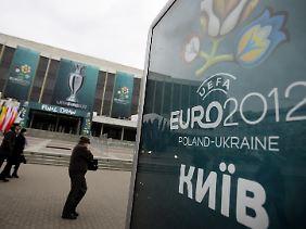 """Im Kunstpalast """"Ukraina"""" werden die EM-Gruppen ausgelost."""
