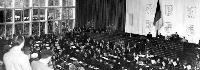Das Archivbild zeigt den Bundestag bei seiner konstituierenden Sitzung am 7. September 1949.
