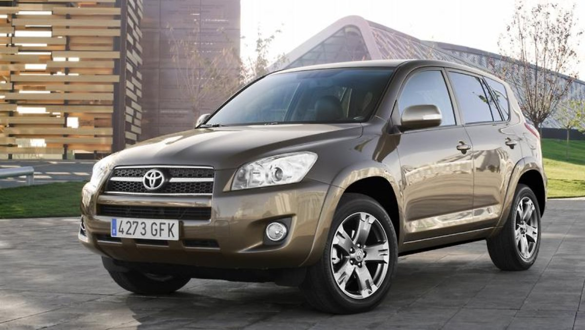 toyota rav4 gebraucht kompakt suv der ersten stunde n. Black Bedroom Furniture Sets. Home Design Ideas