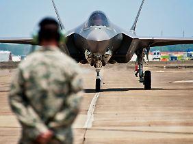 F-35 auf dem Flugfeld: Bei Einkäufen dieser Größenordnung spielen Stückpreis und Flugeigenschaften eine nachgeordnete Rolle.