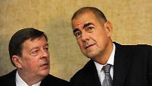 Ulrich Schumacher (rechts) mit seinem Anwalt Hanns Feigen.