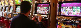 Automat defekt: Jackpotgewinner klagt Kasino an
