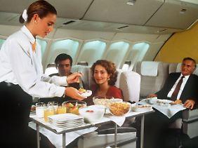 ... und Business und First Class zu teuer sind, ...