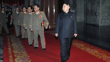 Die Militärs lassen Kim Jong Un den Vortritt.