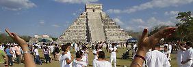 Nachfahren der Maya zelebrieren am 21. Dezember 2011 an der Pyramide in Chichén Itzá das neue Jahr nach dem Mayakalender.
