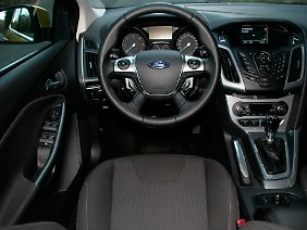Die im Cockpit gebotene Fülle an Informationen kann für den Fahrer störend wirken.