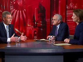 Wulff versprach im Fernsehinterview Transparenz.