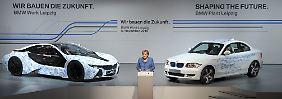 Kanzlerin und CDU-Chefin Angela Merkel spricht  im November 2010 im Leipziger BMW-Werk.