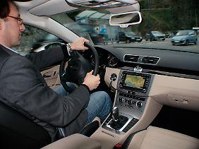Abbiegelicht und Müdigkeitserkennung, ein neues Radio-CD-System und Komfortkopfstützen gehören beim CC zur Serienausstattung.