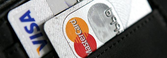 Die Jahresgebühr für Kreditkarten lässt sich zum Teil als Werbungskosten absetzen.