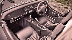 Der Morgan Plus 8 präsentiert ein elegantes Innenleben.
