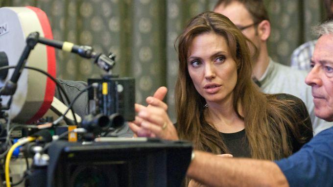 Angelina Jolie bei der Arbeit als Regisseurin.
