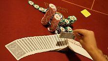 Mit Pokern kann man viel Geld gewinnen - und viel Geld verlieren.