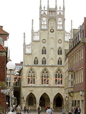 Prinzipalmarkt mit dem historischen Rathaus in Münster. Hier sind die Hotelzimmer im Deutschland-Durchschnitt am teuersten.