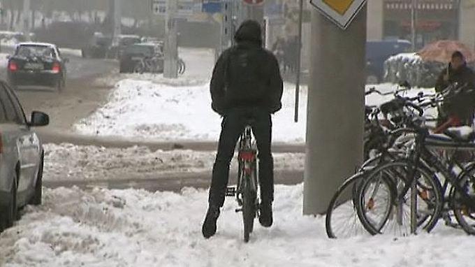 n-tv Ratgeber: Auf zwei Rädern durch den Winter