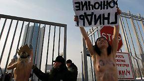Nackter Protest bei minus 22 Grad: Femen-Frauen stürmen Gazprom
