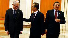 Viel Höflichkeit in Peking: Wen Jiabao mit Herman Van Rompuy (links) und Jose Manuel Barroso.