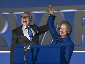 Der Mann an ihrer Seite: Denis Thatcher feiert mit Margaret ihren Wahlerfolg.